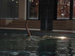 bello nuotare,mentre fuori nevica!