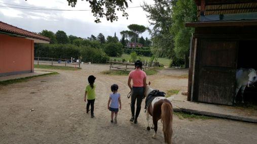 Vale Luisa a cavallo